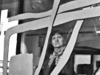 La scultrice Mirta Carroli alla galleria G7, Bologna.crop_display.jpg