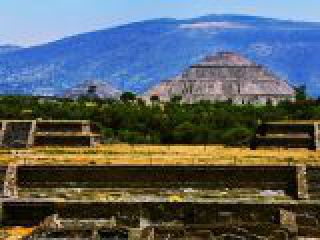 Teotihuacan, piramide del Sol.crop_display.jpg